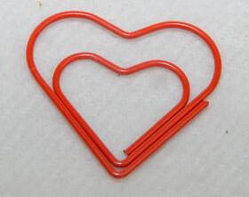 10 Herz Büroklammern in Kunststoffbox