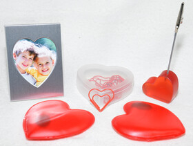 Herz Geschenkset mit Taschenwärmer, Bilderrahmen, Büroklammern und Zettelhalter