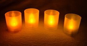 LED Teelichter im Kunststoffglas in verschiedenen Farben