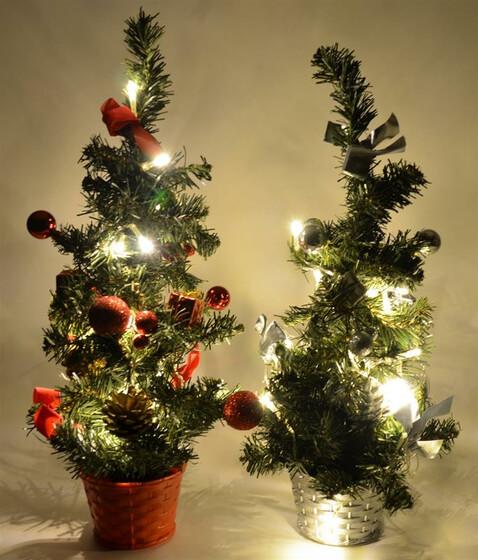 Weihnachtsbaum Mit Beleuchtung.Led Weihnachtsbaum Tannenbaum 45cm Künstlich Mit Beleuchtung Und Deko 2 Farben