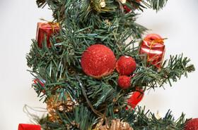 LED Weihnachtsbaum Tannenbaum 45cm künstlich mit Beleuchtung und Deko 2 Farben