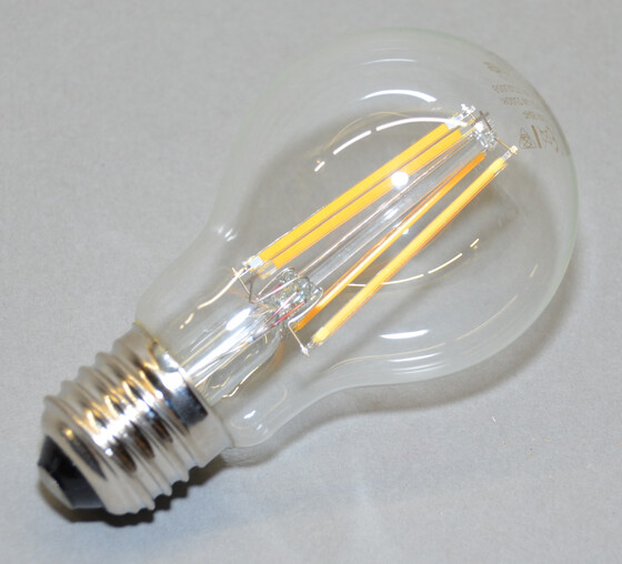 LED Filament Fadenlampe E27 / 7 Watt 810 Lumen 2700k warmweiß von Via Licht