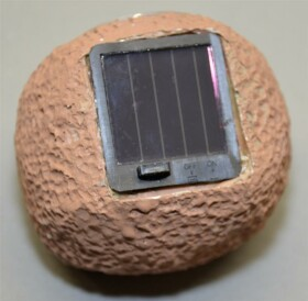 Solar LED Leuchtsteine Deko-Steine für den Garten in...