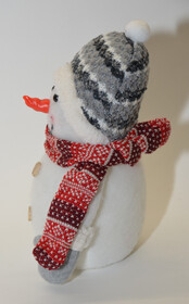 Weihnachtsfigur Schneemann schön dekoriert mit Beleuchtung