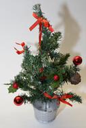 Weihnachtsbaum Tannenbaum 45cm hoch mit Dekoration in vier verschiedenen Farben