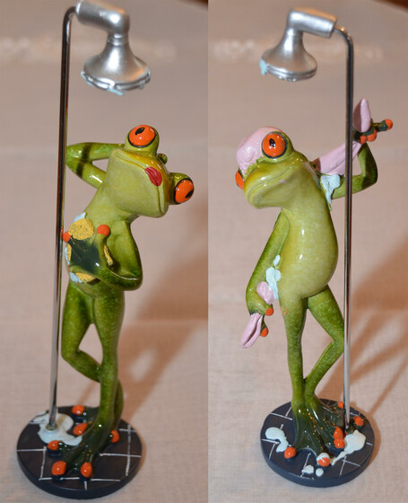 Frosch unter der Dusche ca. 24cm in zwei Versionen