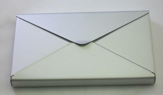 Visitenkartenetui aus ALU in Form eines Briefumschlags