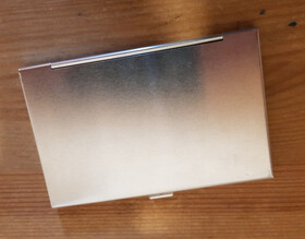 Visitenkartenetui aus Aluminium superleicht für 10-15 Visitenkarten / Verschluss fehlerhaft