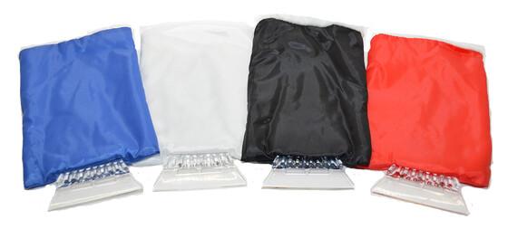 Eiskratzer mit Handschuh und Innenfutter für warme Hände beim Eiskratzen