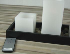LED Echtwachskerzen 3er Set mit Fernbedienung auf einem Holztablett mit Steinen