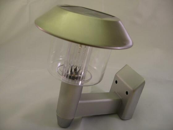 LED Solar-Wand-Leuchte mit Akku für 6 Std. Licht