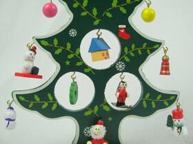 Weihnachtsbaum aus Holz 21cm mit 12 Anhängern / ideal für den Schreibtisch